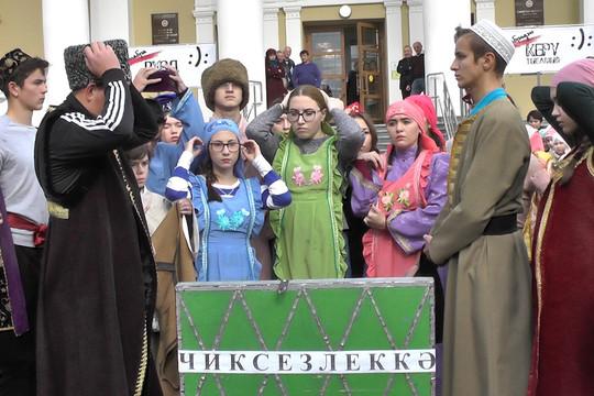 Разделись на публике: актеры театра им. Кариева открыли новый сезон