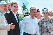 Два президента, «Ай, былбылым» от«Хора Турецкого» , Фазлеева вхиджабе иодинокий Бердыев