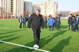 Наиль Магдеев в Челнах открыл футбольное поле с беговыми дорожками