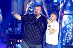 Шнуров исполнил свой хит вместе с Василием Уткиным на концерте в Казани