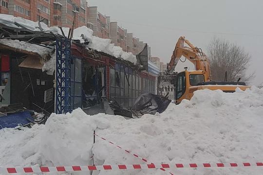 В Казани снесли павильон на Адоратского