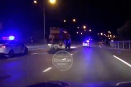 «Это не сопровождение, это погоня!»: ночью на Мамадышском тракте полицейские гонялись за автокраном