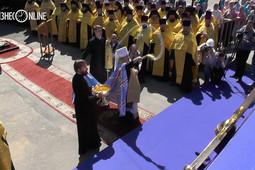 Митрополит Феофан освятил кресты возрождаемого собора Казанской иконы Божией Матери