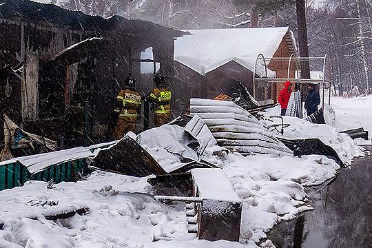 Утром в Казани сгорели шашлычные на Лебяжьем