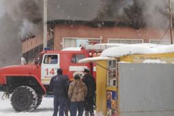 В Кузбассе загорелись торговые ряды