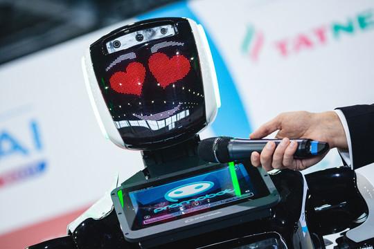 Робот-флейтистка Эльза и робот-консьерж: искусственный интеллект на IoT & Al World Summit Russia 2019