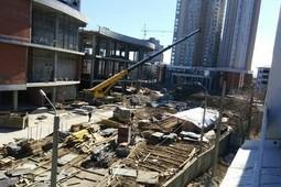 В Казани на улице Павлюхина упал строительный кран