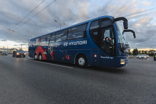 Сборная Франции прилетела в Казань на матч с Австралией