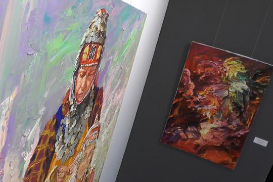 «Голос предков» зазвучал в Казани: в галерее «БИЗON» открылась выставка Александра Шадрина
