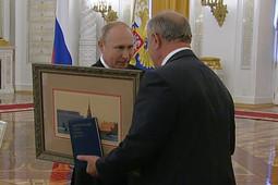 Зюганову вместо высшей госнаграды вручили книгу с материалами XXIII съезда КПСС
