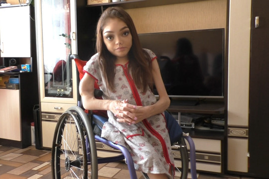 Пьяные мужчины украли коляску у инвалида-блогера
