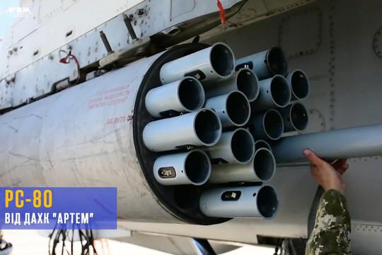 В сети вновь высмеяли Порошенко за презентацию реактивных снарядов