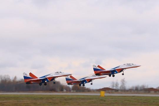 «Разведчик» для «Стрижей»: пилотажная группа тренируется над Казанью