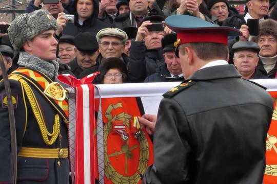 Казанскому танковому училищу вручили орден Жукова