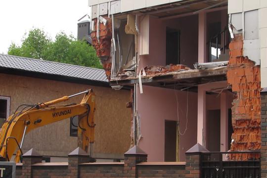В Казани начали снос частных домов, признанных незаконными