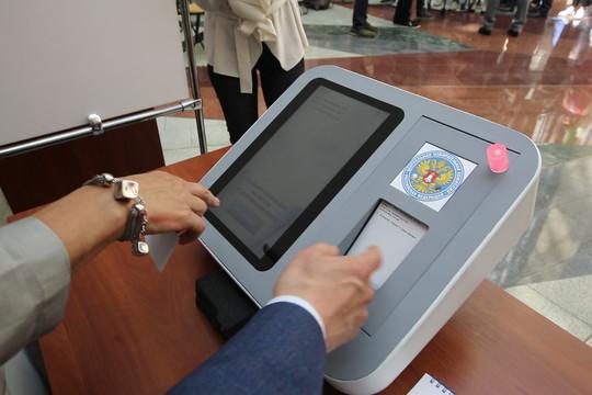Голосование по штрихкоду: ЦИК России представил цифровой избирательный участок