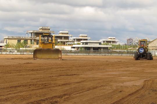 Строители готовят площадку под экстрим-парк у «Миллениума»
