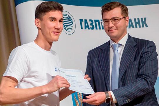 Мотивация от Газпромбанка: студенты нефтехимического колледжа получили именные стипендии