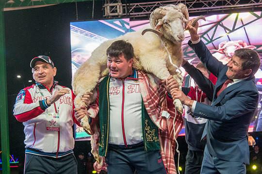 На Сабантуе у Миннахметовых в Мингере определили чемпионов мира по корэшу