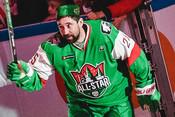 Зарипов втюбетейке ипесня хоккеиста под гитару: намастер-шоу КХЛ было весело