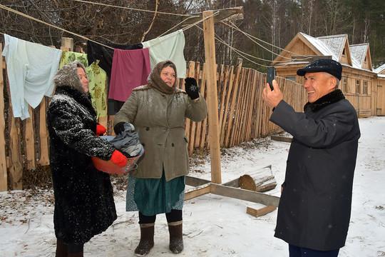 Рустам Минниханов насъемках «Зулейхи»: «Прачка работает? Механизации пока нет?»