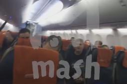 Появилось видео из салона захваченного самолета в Ханты-Мансийске