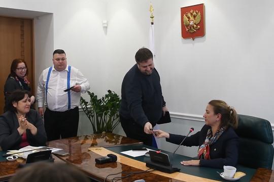 Барыкин подарил Аюповой билеты на показ фильма «Водяная»