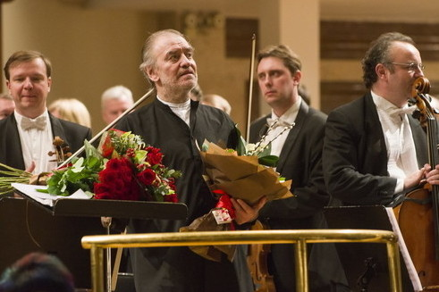 Live! Оркестр Мариинского театра дает концерт в освобожденной Пальмире