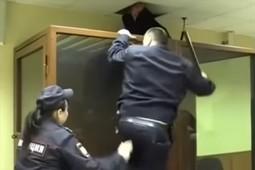 Москвич попытался убежать из суда через вентиляцию
