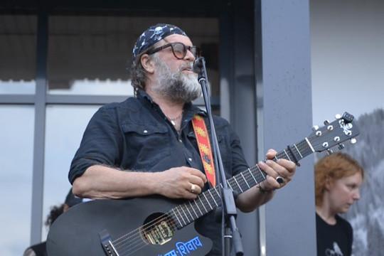 Борис Гребенщиков дал бесплатный уличный концерт в Казани
