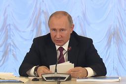 «Дипломы одинаковые, а знания разные?»: Путин призвал вузы воздерживаться от «клонирования» кафедр