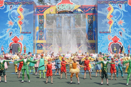 Казанцы празднуют Сабантуй в лесопарке «Лебяжье»
