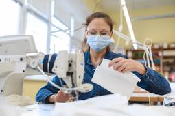 Казанская фабрика пошива одежды полностью перешла на выпуск медицинских масок