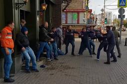 Болельщики ЦСКА и «Спартака» устроили массовую драку в Москве