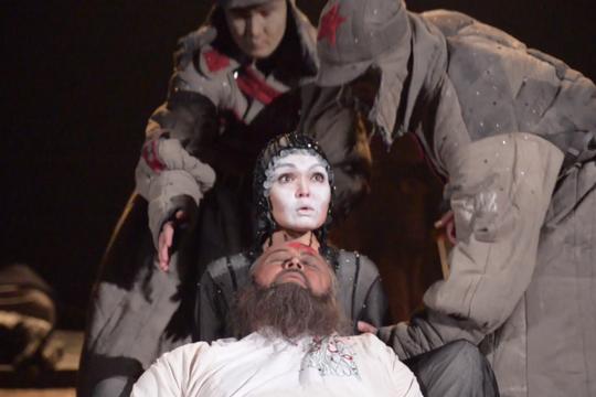 Фестиваль «Науруз» открылся спектаклем Башкирского драмтеатра «Зулейха открывает глаза»