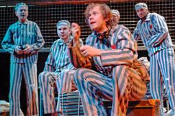Гастроли театра Льва Додина, Камбербэтч стал Франкенштейном изолотой тенор Неаполя