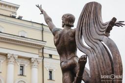 «Все наши замыслы реализованы в этой скульптуре»: Минниханов открыл памятник Нуриеву