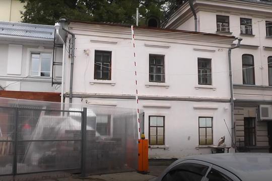 В центре Казани начали пристраивать здания к памятнику архитектуры