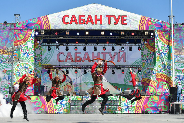 Театрализованное представление, спортивные состязания и народные игры: как челнинцы празднуют Сабантуй