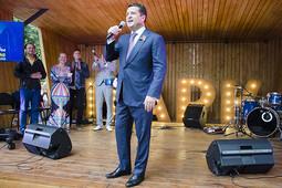 Караоке от мэра: Ильсур Метшин спел в парке Урицкого