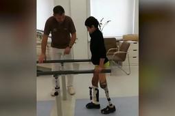 Сирийский мальчик, потерявший ногу, проходит реабилитацию в России