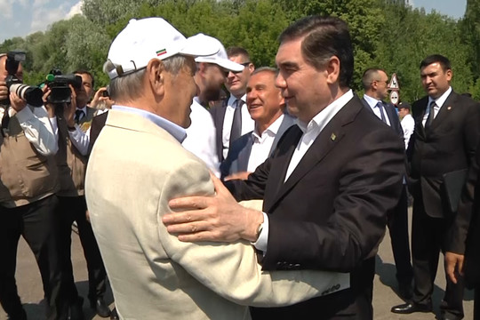 Президент Туркменистана приехал на Сабантуй в Казани