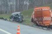 Две машины улетели в кювет после серьезного ДТП на Оренбургском тракте
