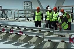 Появилось видео стыковки рельсов на Крымском мосту