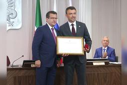 Метшин наградил Фаттахова знаком отличия «За труд и доблесть на благо Казани»