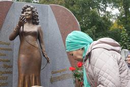 В Казани открыли первый памятник певице Альфие Авзаловой