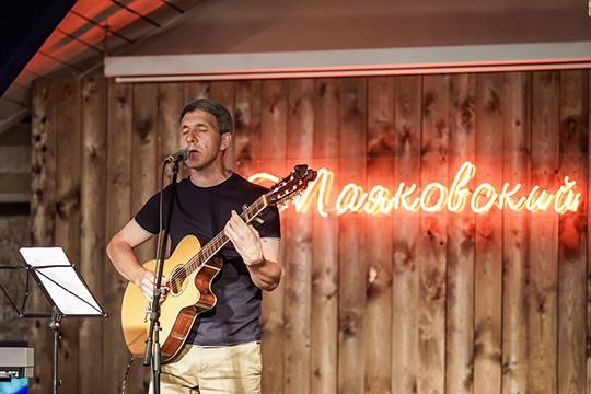 «Это была экспериментальная песня»: Мубай и Эльмир Низамов выступили в «Маяковском»