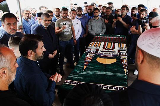 «Каждый мусульманин хотел бы умереть такой же смертью»: как простились с Орханом Джемалем