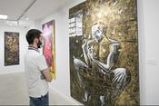 В галерее «БИЗON» открылась выставка эпатажного казанского художника, который вместо кисти использует женские тела