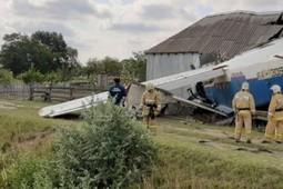 В Чечне на жилой дом упал самолет